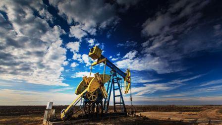 Πτώση άνω του 1% για το πετρέλαιο υπό τον φόβο αναζωπύρωσης της πανδημίας